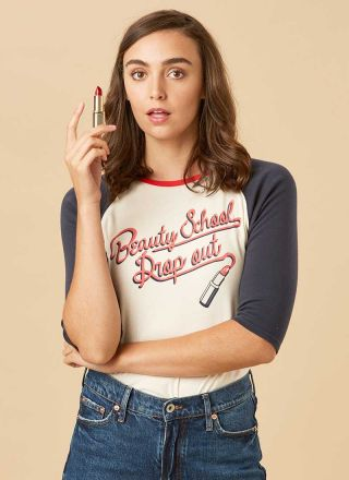 Didi Beauty School Slogan Baseball Tee Model Close-Up