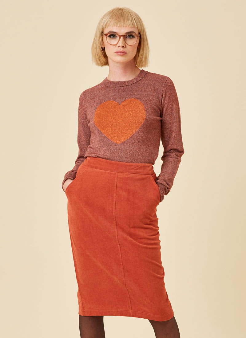 Elle Pocket Pencil Skirt Rust Model Close-Up